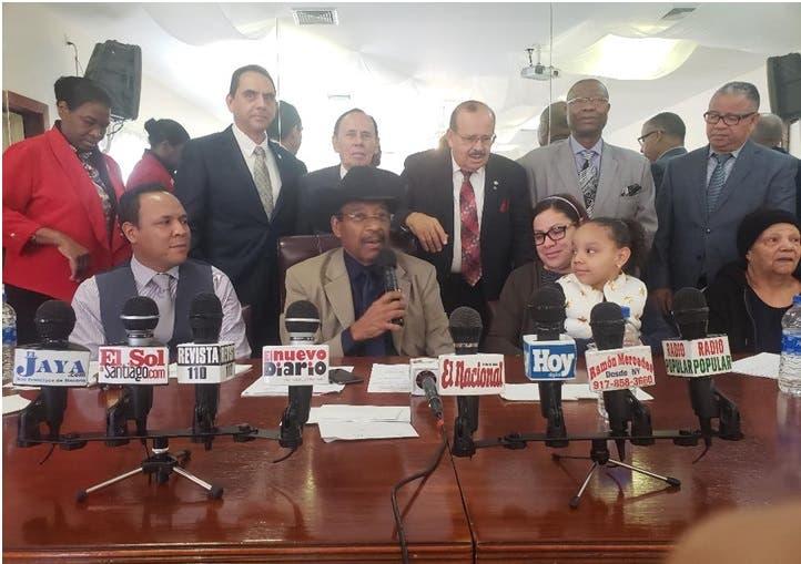 Caso dominicano que se lanzó rieles de tren con su hija: ministros hispanos socorren familia