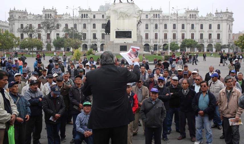 Oposición de Perú da un giro radical y exige las elecciones generales que había rechazado