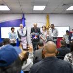 La Junta Central Electoral (JCE), encabezada por su Presidente, Magistrado Julio César Castaños Guzmán, ofreció una rueda de prensa de seguimiento de las elecciones Primarias Simultáneas en la cual informó que las 7,372 mesas de votación que fueron instaladas en los 3,890 recintos electorales de 157 municipios y el Distrito Nacional, funcionan con normalidad en un 100%.