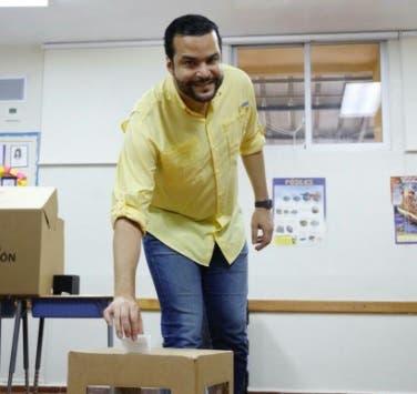 Rafael Paz, precandidato a senador votó en las primarias aunque el sistema presentó inconvenientes
