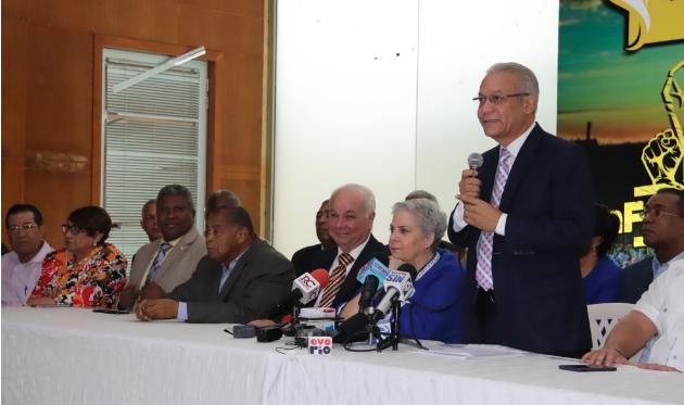 Renuncian más de 40 miembros del Comité Central del PLD para seguir a Leonel Fernández