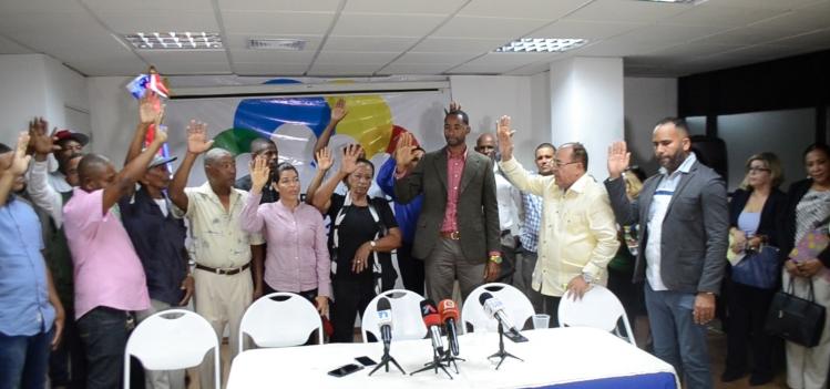 Equipo de Hipólito  Mejía juramenta dirigentes abandonarían proyecto Luis Abinader
