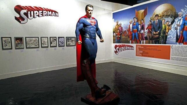 """Supermán y """"Super"""" Hadj se enfrentan en el Festival del Cómic de Argel"""