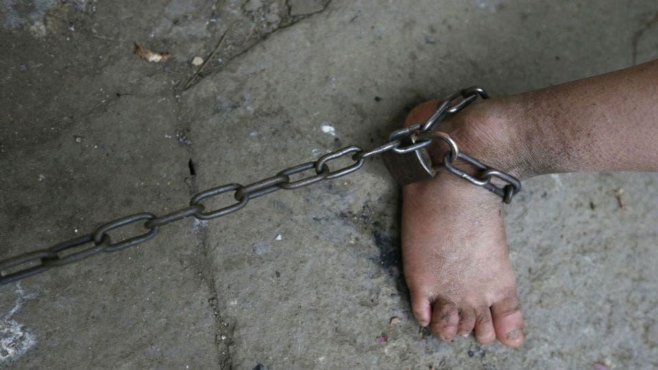 Hallan 300 niños encadenados y abusados sexualmente