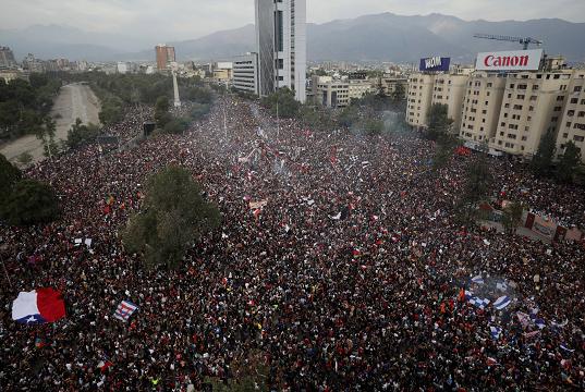 Más de un millón de personas marchan por las calles de Chile