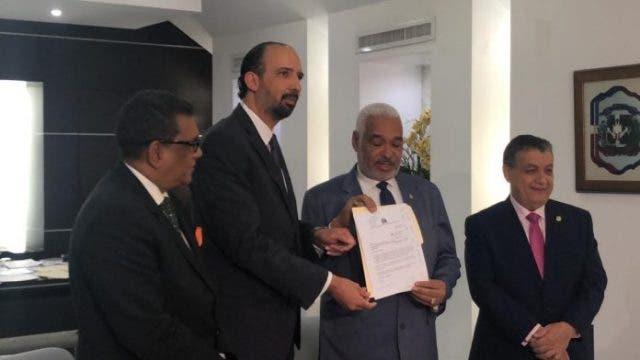 Diputados solicitan creación bloque de La Fuerza del Pueblo