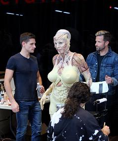 Heidi Klum, la reina de Halloween, se disfraza en un escaparate de Manhattan