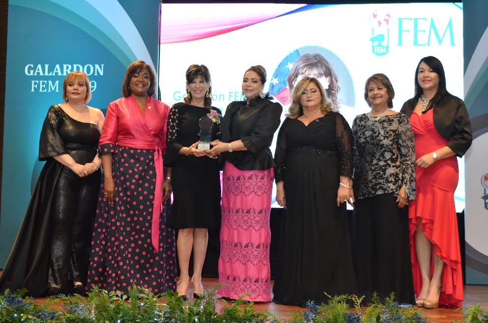 """Reconocen a 12 mujeres con """"Galardón FEM 2019"""""""