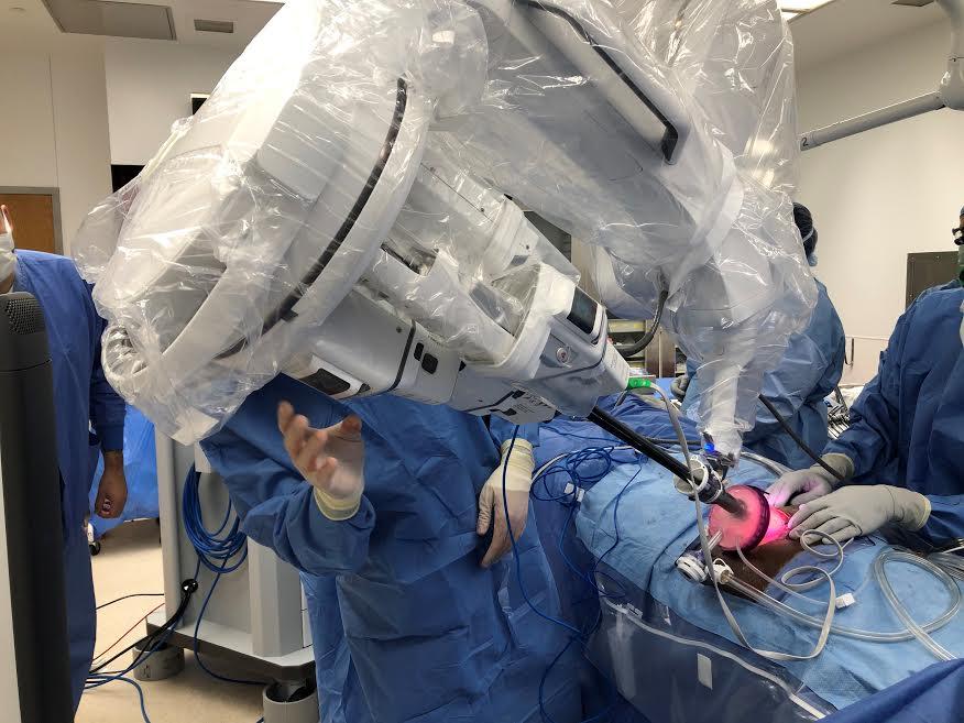 Este es el primer hospital en el mundo en realizar un trasplante de riñón por sistema robótico