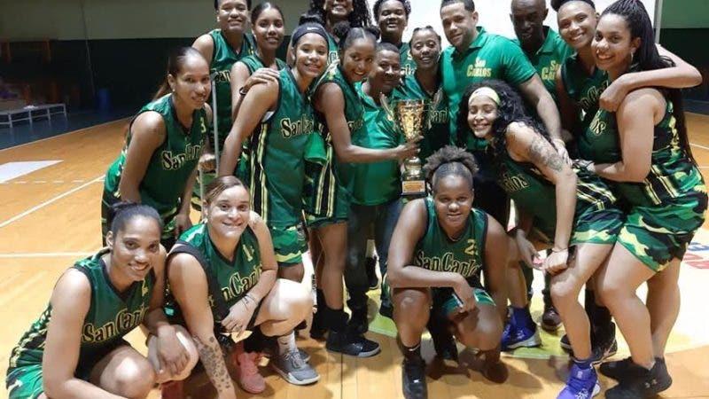 El equipo de baloncesto superior femenino