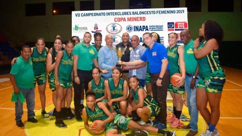 El equipo de baloncesto superior femenino del Club Deportivo y Cultural San Carlos