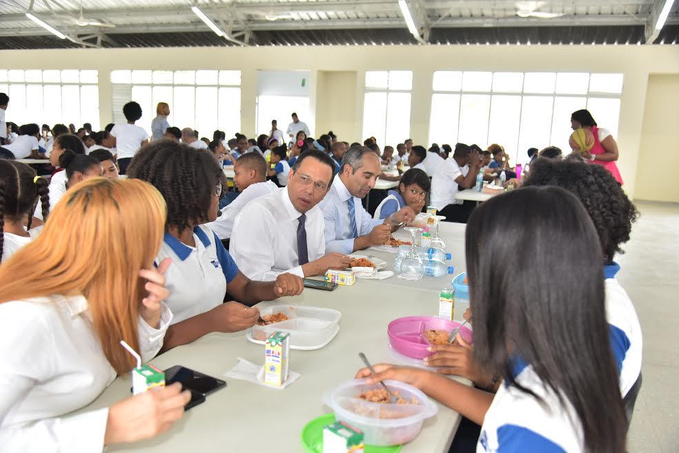 Fotos: Mira con quién almorzó el ministro de Educación