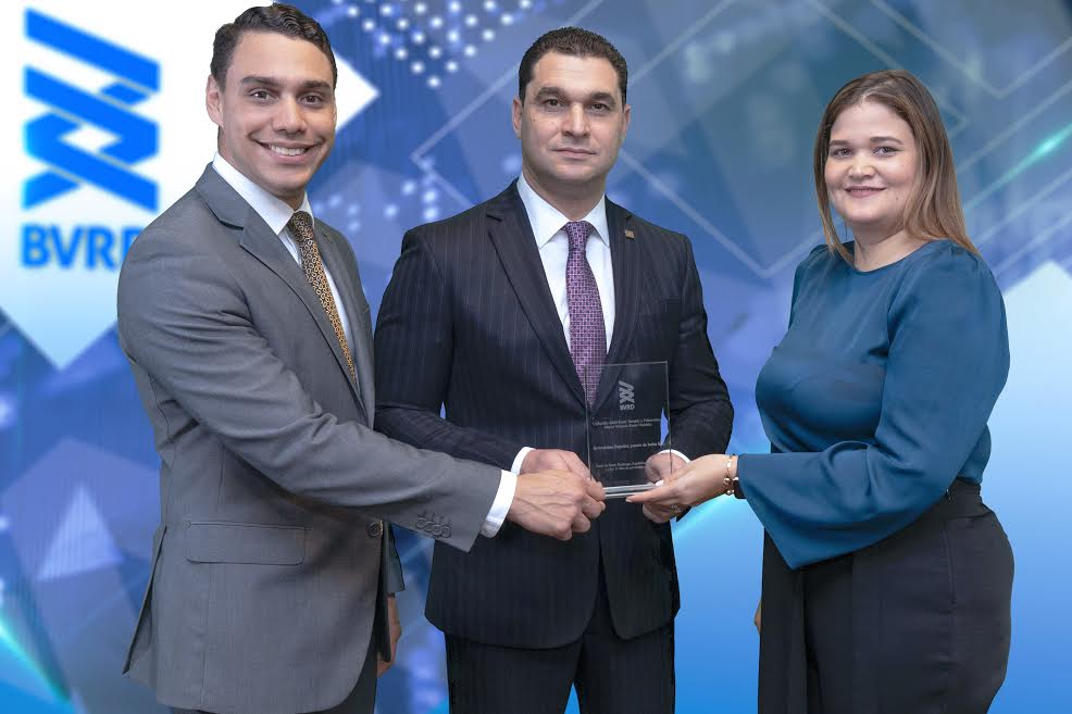 Inversiones Popular recibe premio como mayor colocador de renta variable y fideicomiso
