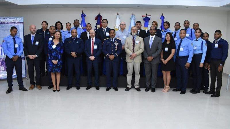 El director del CESAC junto a la misiòn que participa del evento internacional