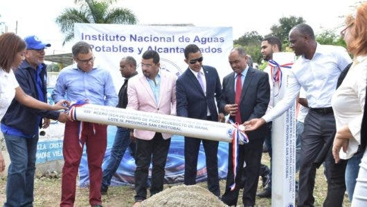 Director de INAPA encabeza acto de colocación primer tubo en San Cristóbal