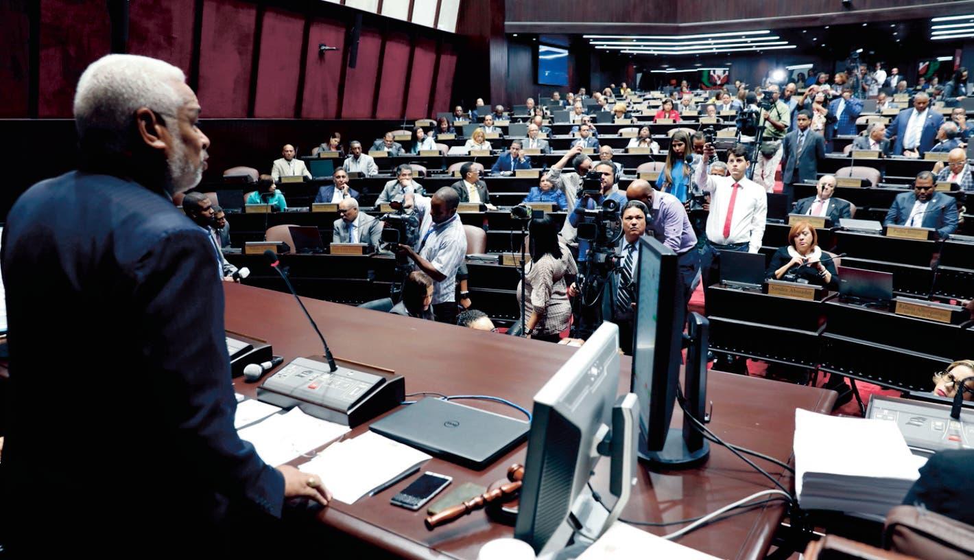 Lila ve clima delicado en    CD por  oposición de Fuerza del Pueblo
