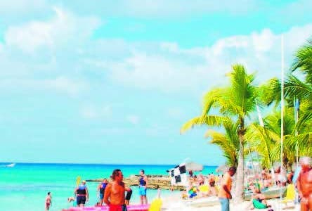 El Pais. La Romana. Playa Punta Laguna ( Dominicus) Bayahibe. Turistas. Hoy/ Jorge Gonzalez. 7.02.2009