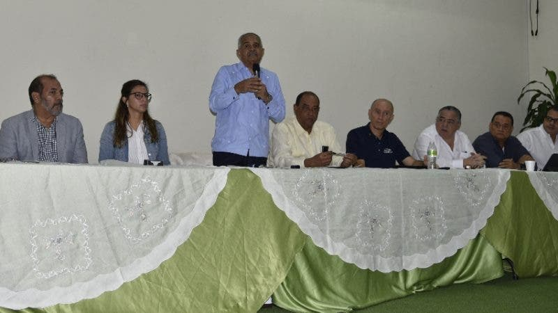 El ministro de Agricultura, Osmar Benítez, da la bienvenida a participantes en el Cogreso de Producción de Tiilapias.