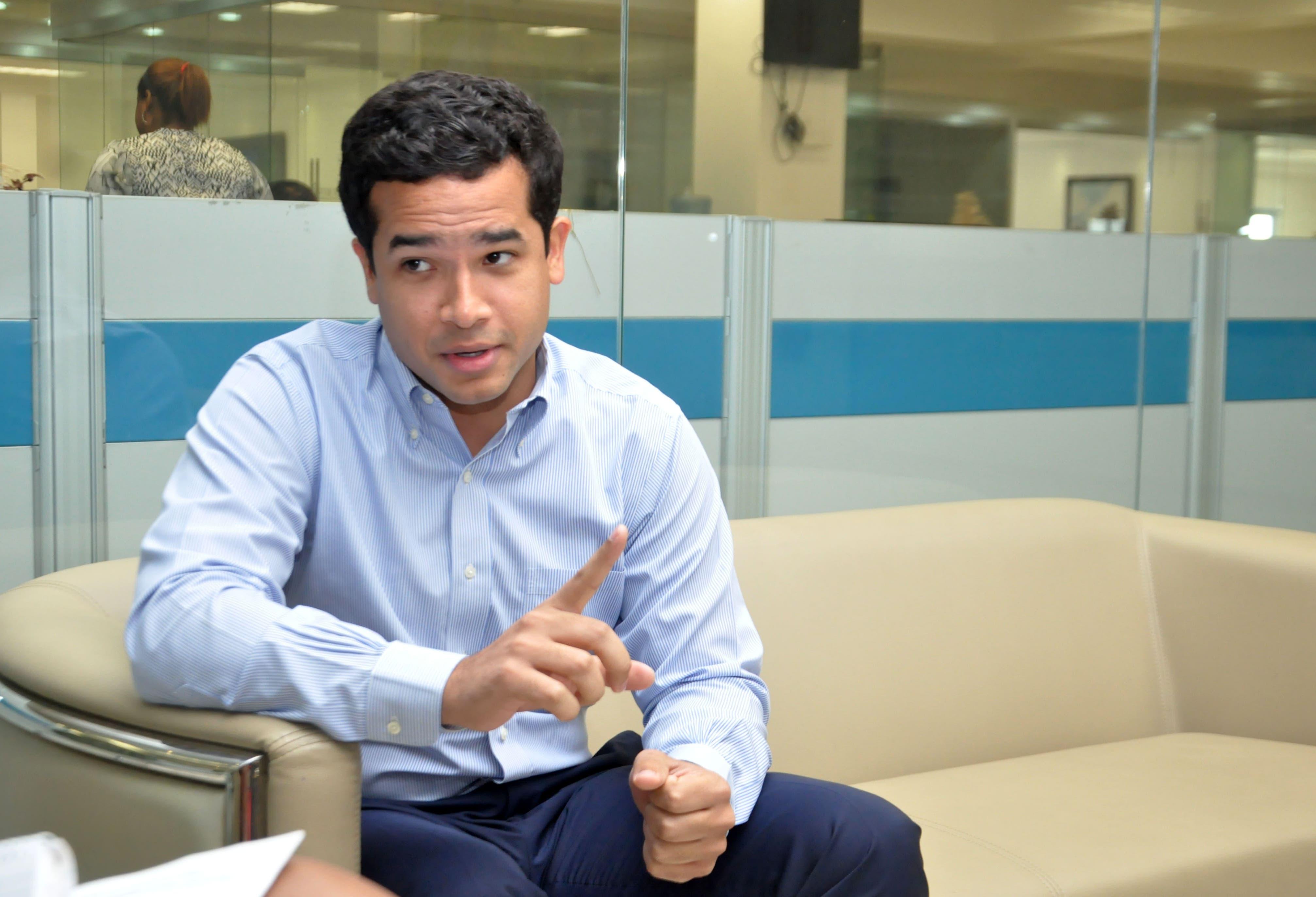 """Entrevista al Candidato a diputado por """"La Fuerza del Pueblo"""" Omar Fernández, Esquina Joven. Hoy/ Arlenis Castillo/27/11/19."""
