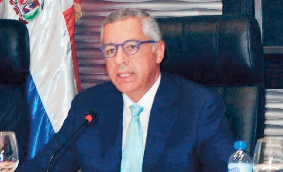 Ministro pide esperar saber si Presupuesto dará aumentos