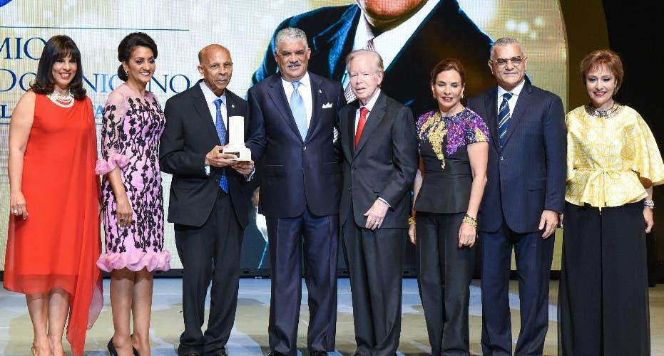Premio al Emigrante Dominicano O. de la Renta