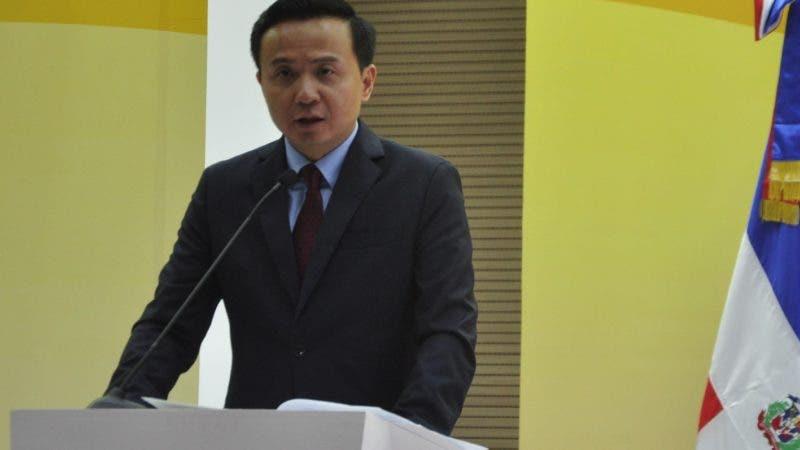 Embajador de China, Zhang Run.