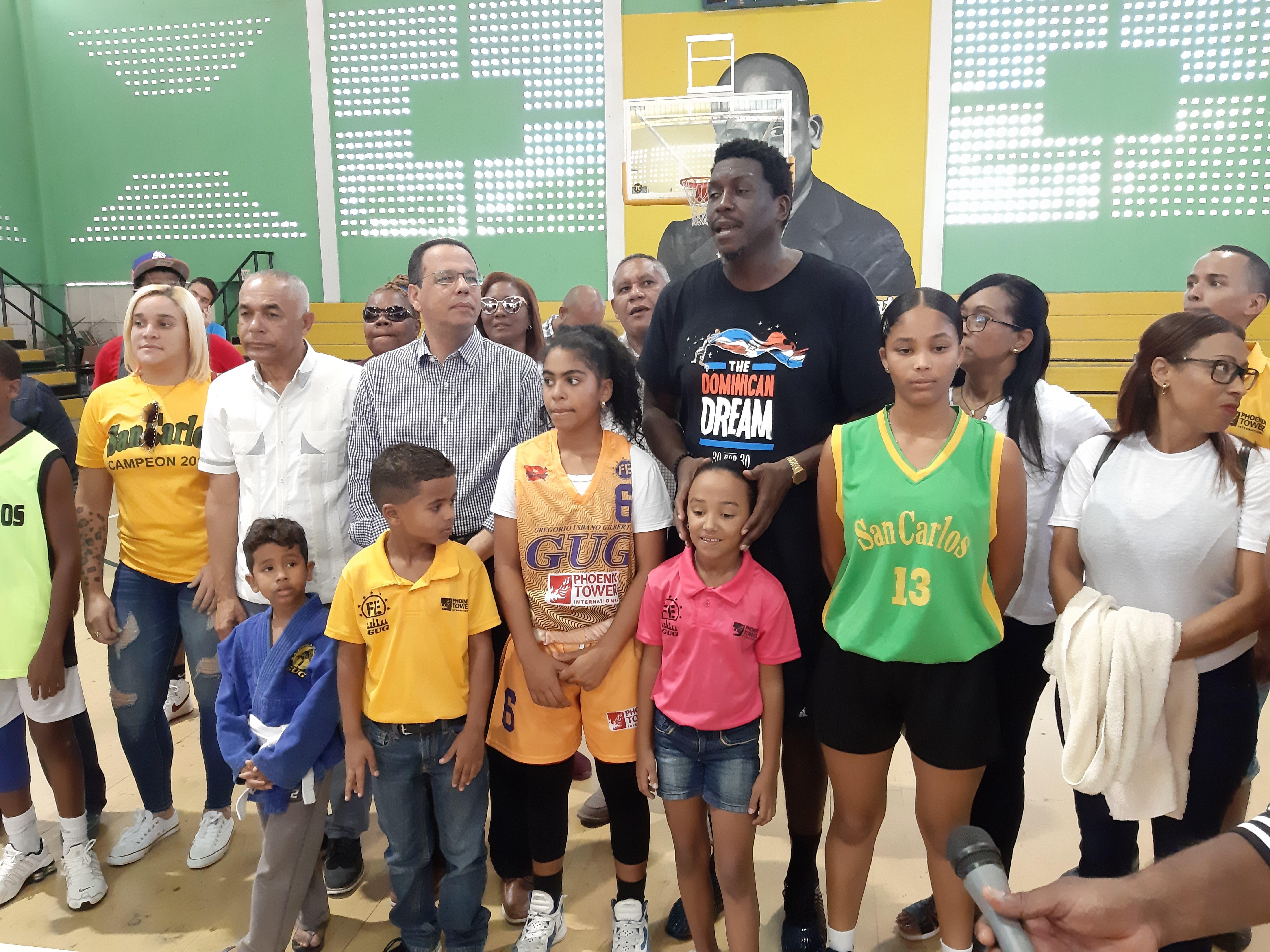 """A propósito de celebrarse el «Mes de la Familia"""", ministro de Educación llama a los padres integrarse a la tarea de formar nueva generación"""