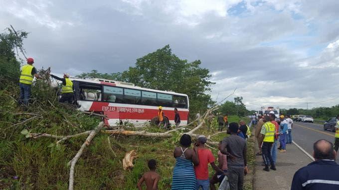 Al menos 17 personas heridas en accidente de autobús en la autopista del Nordeste