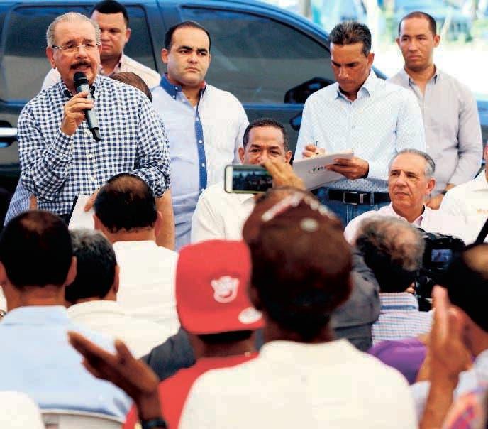 Presidente Medina visitó a porcicultores de Licey al Medio - Hoy Digital (República Dominicana)