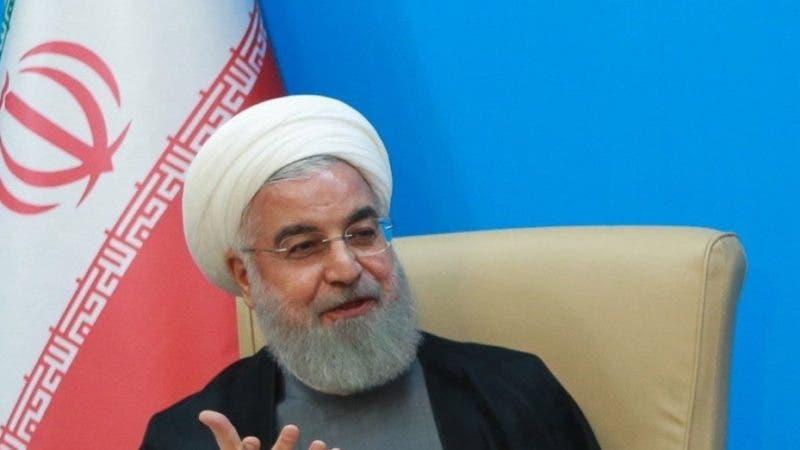 IRN02. TEHRAN (IRÁN), 25/06/2019.- El presidente iraní, Hasán Rohaní, se reúne con una delegación del Ministerio de Sanidad en Teherán (Irán), este martes. Las sanciones impuestas por EEUU al líder supremo de Irán, Ali Jameneí, suponen el final de la diplomacia entre ambos países, aseguró hoy el portavoz del Ministerio de Exteriores iraní, Abbas Mousaví. EFE/ Oficina Presidencial/Foto cedida / SÓLO USO EDITORIAL NO VENTAS