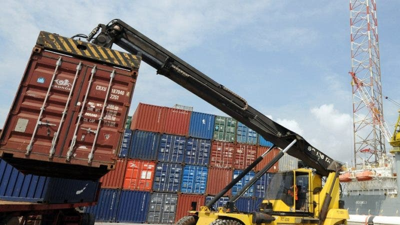 A crane tries to load a container on a truck at the Port of Takoradi, on December 4, 2008. The port of Takoradi and its twin city Sekondi, midway between the Ghanaian capital Accra and the Ivorian capital Abidjan are determined to be ready to cash in on the oil when it starts flowing in 2010. Presidential elections take place in Ghana on December 7, 2008. AFP PHOTO PIUS UTOMI EKPEI