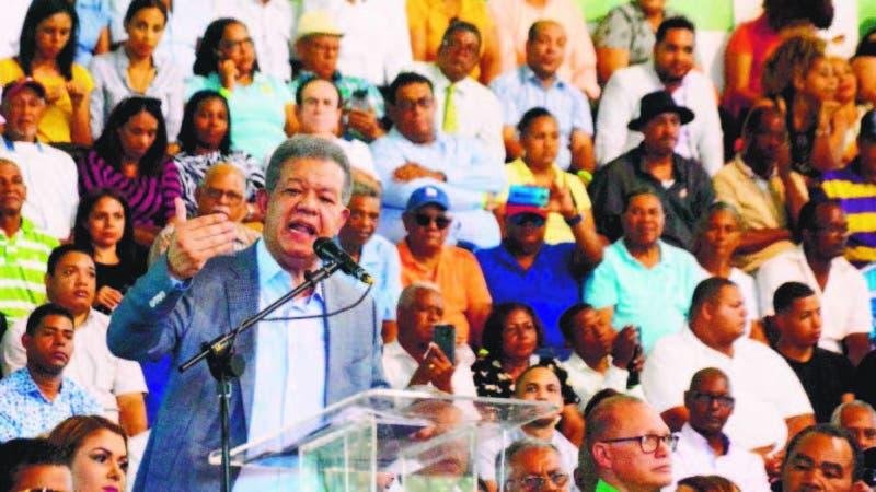 El ex presidente Leonel Fernández juramentó ciento de ex pld en centro olímpico Juan Pablo duarte Santo Domingo Rep. Dom. 17 de noviembre del 2019. Foto Pedro Sosa