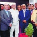 El expresidente Hipólito Mejía visita al presidente de la Cámara de Diputados, Radhamés Camacho. en la foto, diputados del PRM y de otros partidos.  Hoy/Fuente Externa 28/11/19