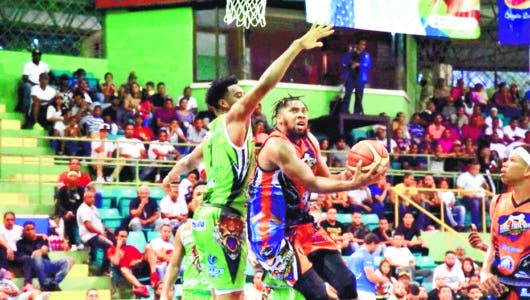 Hostos vence Fieras en basket La Vega