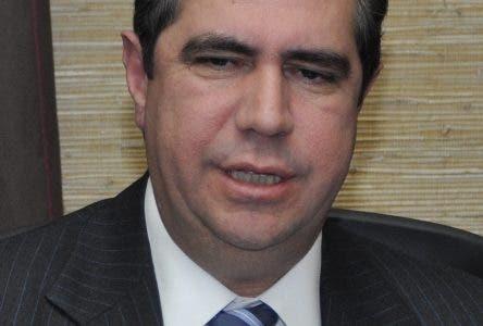 El País/  en la Firma de Convenio de Cooperación  en el palacio nacional, En la Fotoel Ministro de  turismo Francisco Javier García . Hoy/José Francisco.28-2-2011