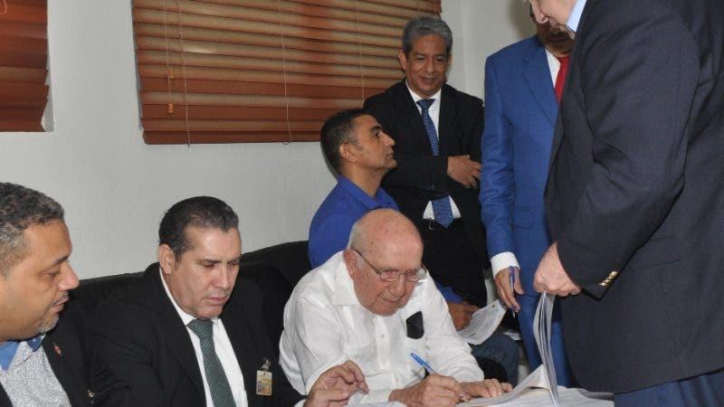 En la foto: Representantes de diferentes Partidos Político. Lugar: JCE. Fecha: 19-11-19 Fotoperiodista: José Andrés De los Santos. Periodista: Emilio Guzmán.