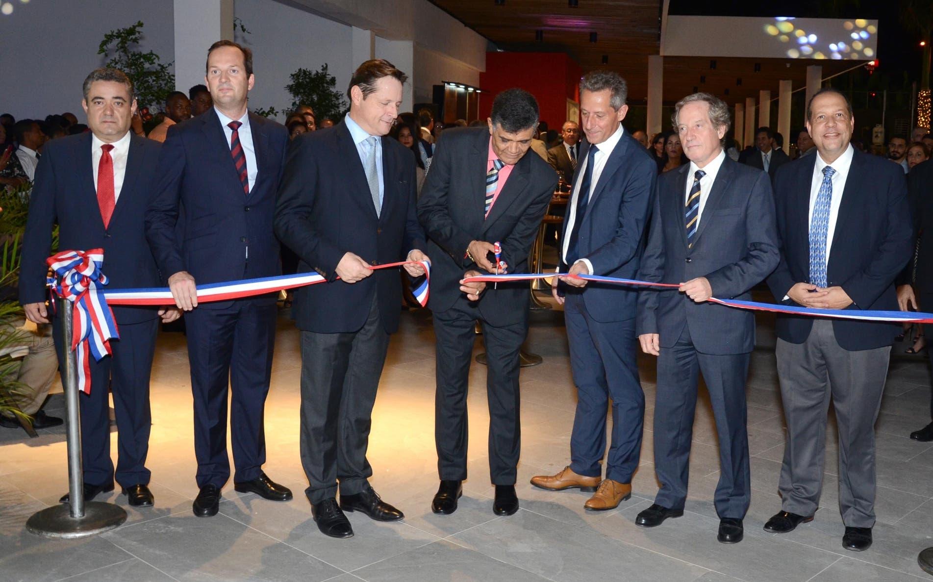 Inauguran centro comercial Plaza Duarte