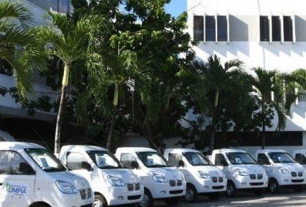 Entregan 21  camiones a municipios y distritos