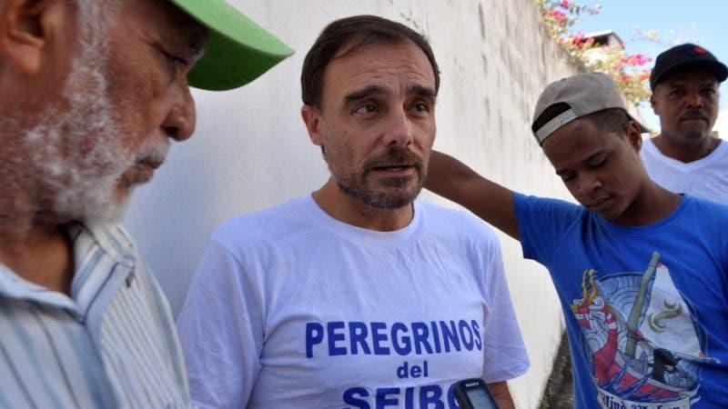 Peregrinos del seíbo esperan ser asentados en sus mismas tierras . Sacerdote Miguel Angel Grullo. Arlenis Castillo. Hoy/13/11/19.