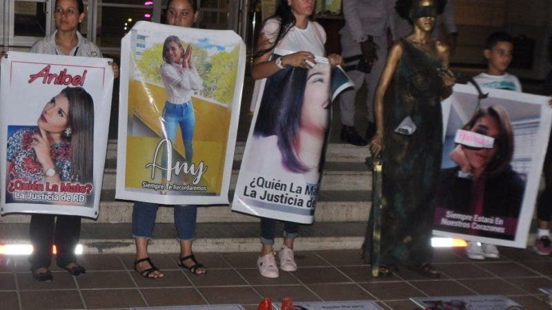 Planton ni una Anibel más. En la foto: Grupo de feministas. Lugar: Procuraduría. Fecha: 14-10-19 Fotoperiodista: José Andrés De los Santos. Periodista: Emilio Guzmán.