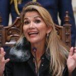 AME5114. (BOLIVIA), 15/11/2019.- La presidenta interina de Bolivia, Jeanine Áñez, habla en conferencia de prensa este viernes en Palacio de Gobierno en La Paz. Áñez anunció que esta jornada espera iniciar el proceso para nuevas elecciones tras los comicios fallidos que llevaron a renunciar a Evo Morales. EFE/Martin Alipaz