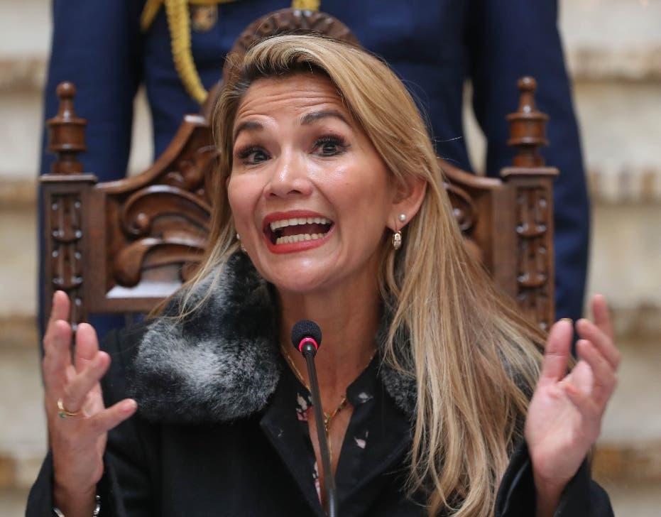 Detienen a la expresidenta de Bolivia Jeanine Áñez
