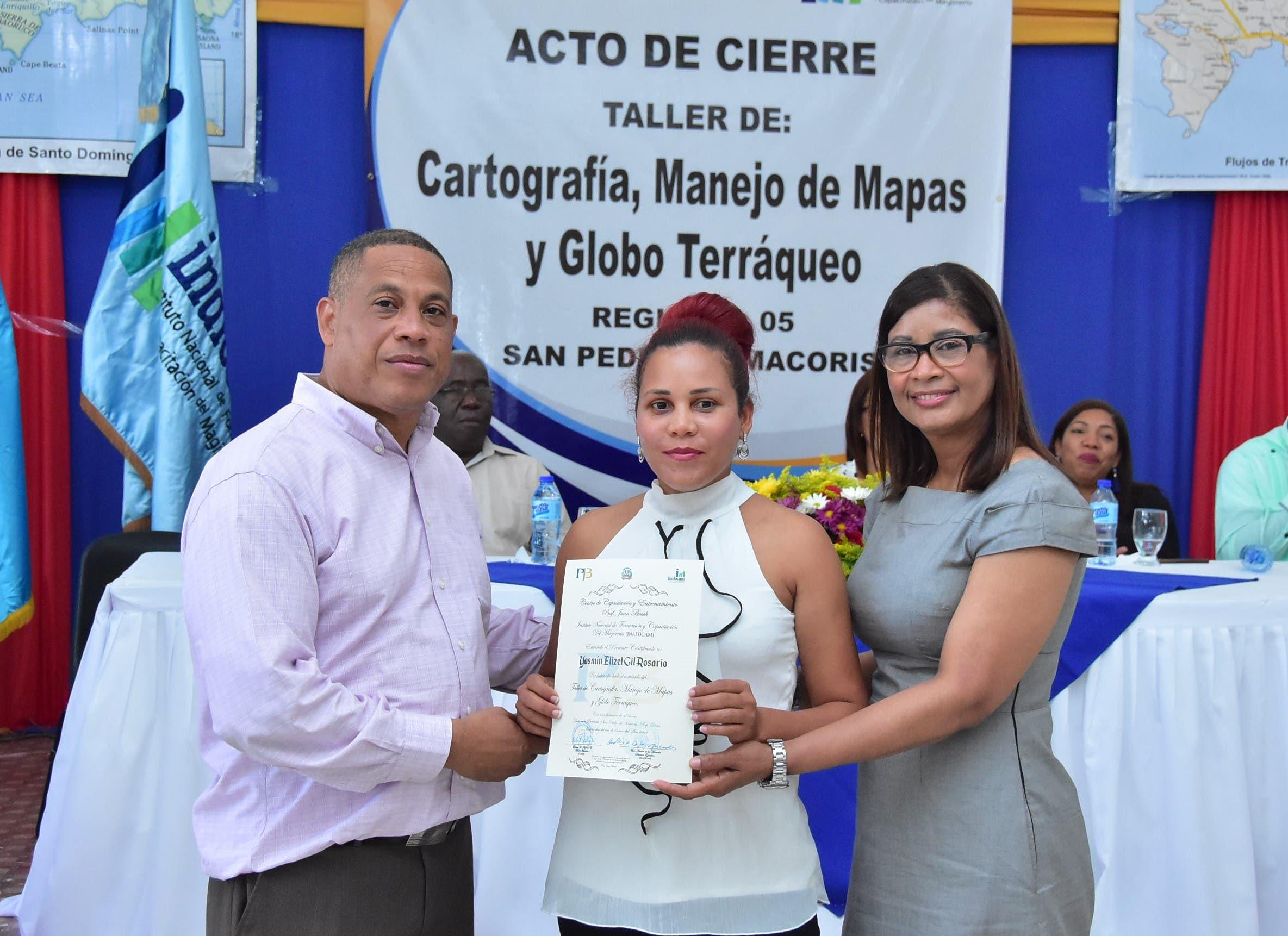 Inafocam y el CCEPJB certifican a docentes en cartografía, manejo de mapas y globo terráqueo