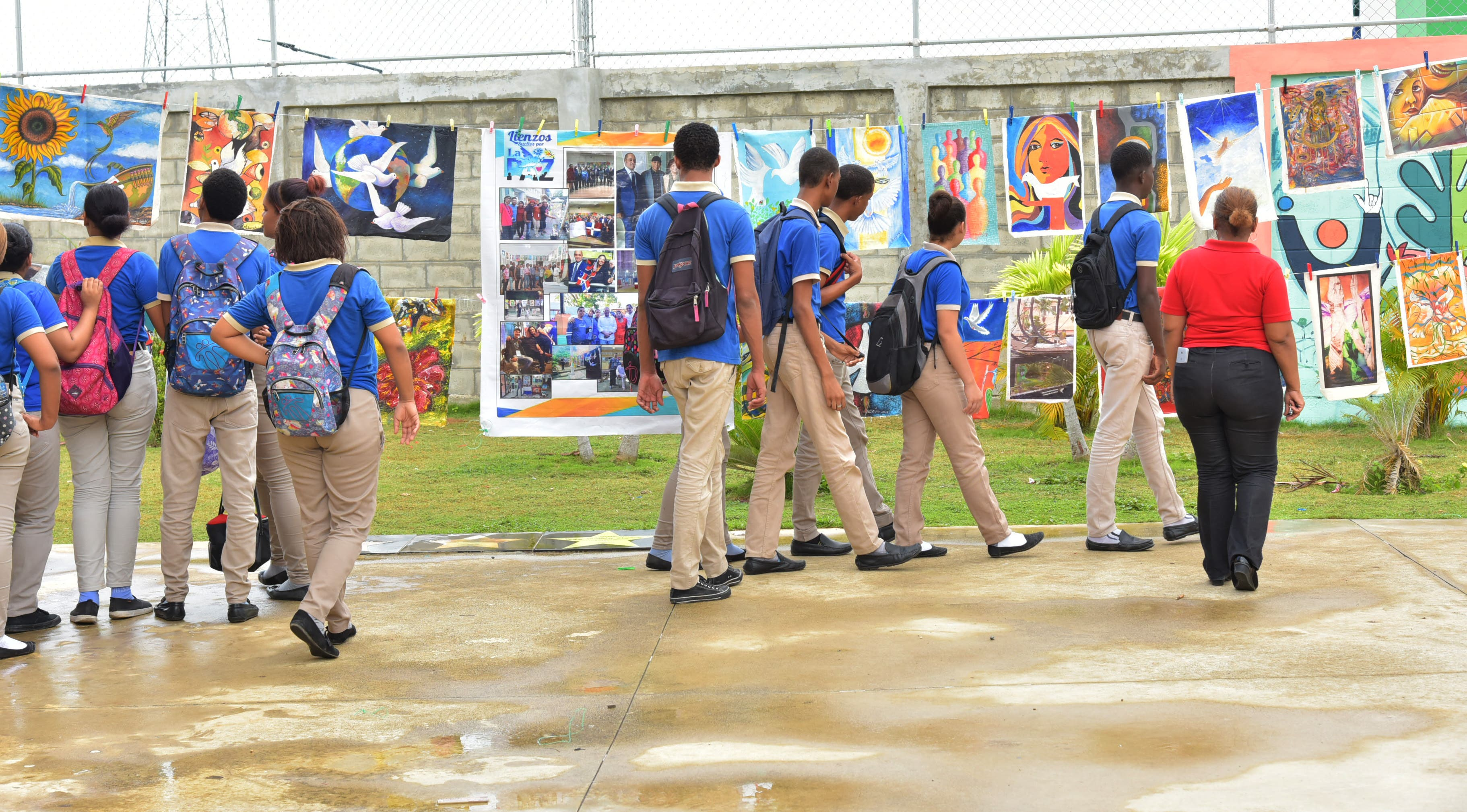 """Ministerios de Educación y Cultura realizan proyecto """"Lienzos Sueltos por la Paz"""" en centros educativos"""