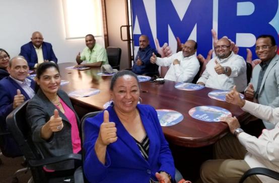 Dirigentes de la diáspora garantizan triunfo en primera vuelta de Luis  Abinader