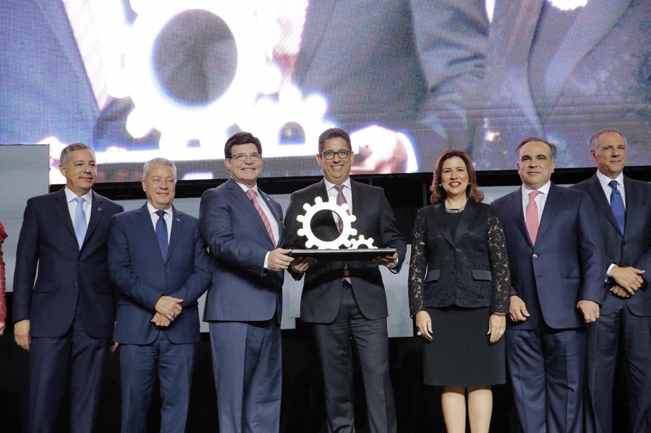 AIRD otorga a Casa Brugal el primer Galardón Nacional a la Industria Dominicana