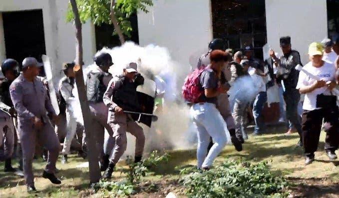 Video: Así fue la agresión policial contra los peregrinos de El Seibo