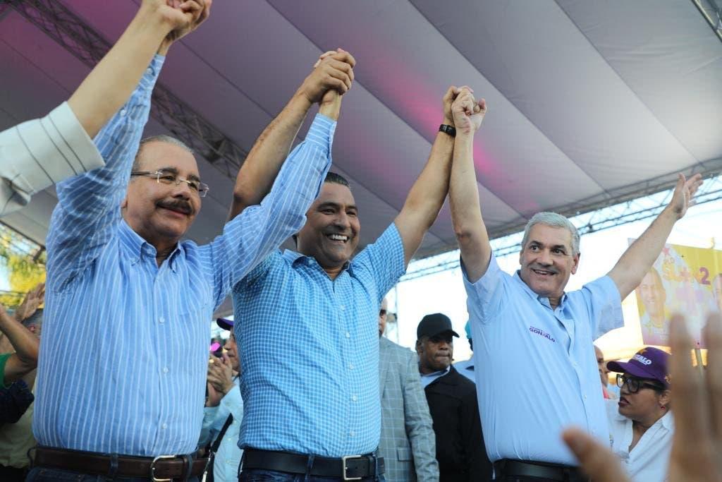 Danilo Medina acompaña a Gonzalo en otro acto de juramentación pese a quejas del PRM