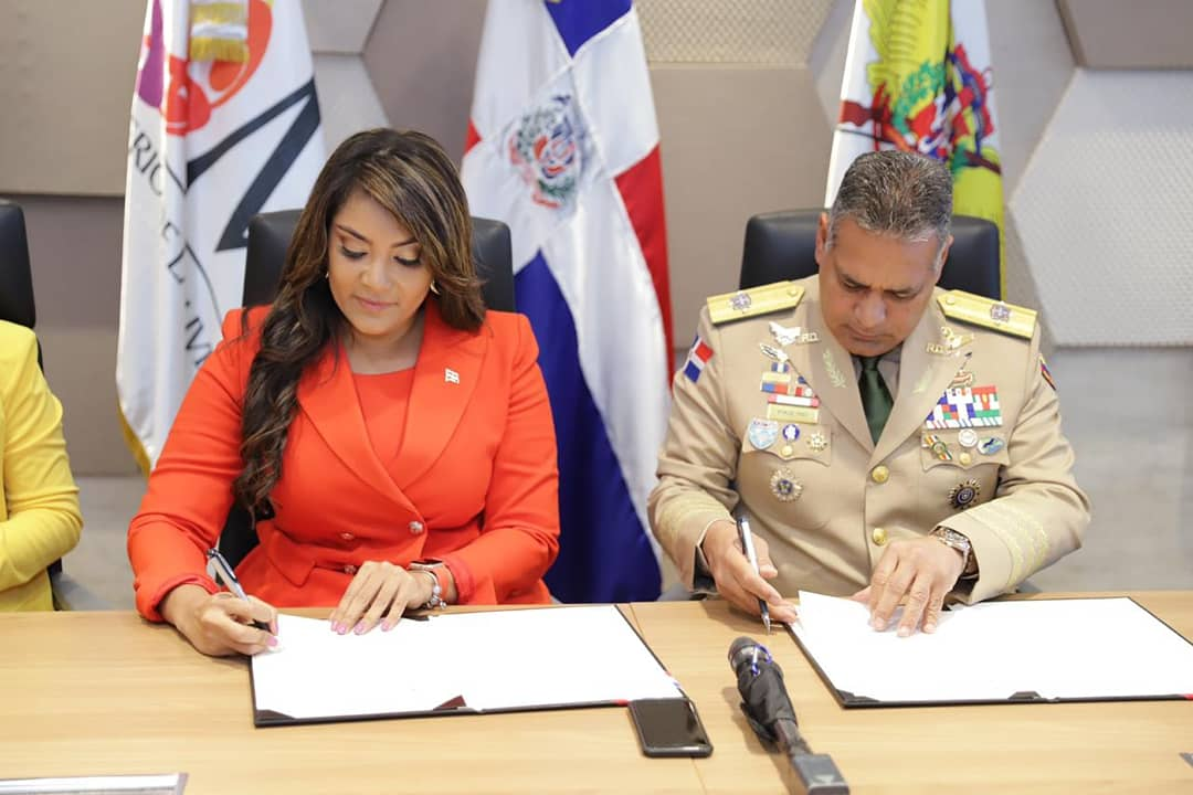 MIDE y Ministerio Juventud firman acuerdo para impulsar formación de oficiales, cadetes y alistados