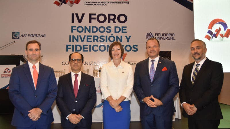 Raúl Hoyo, José Salas, embajadora Shauna Hemingway, Gustavo de Hostos y Carlos Marranzini.
